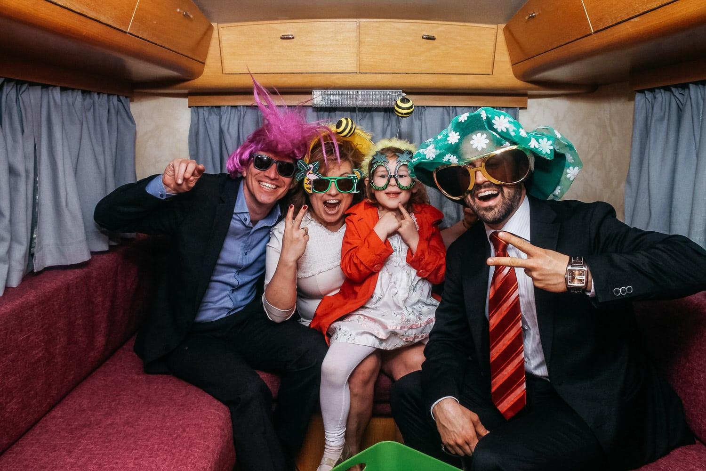 "Unsere mobile Fotobox im Caravan ""Lucie"" - Lässiges Foto"